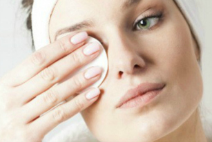 How to Remove Eye Makeup (Without Losing All Your Lashes)